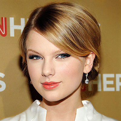 GET THE LOOK: Taylor Swift's makeup artist, Lorrie Turk, decided to play