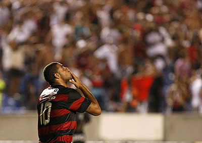 Futebol - Problema de Adriano é a bebida