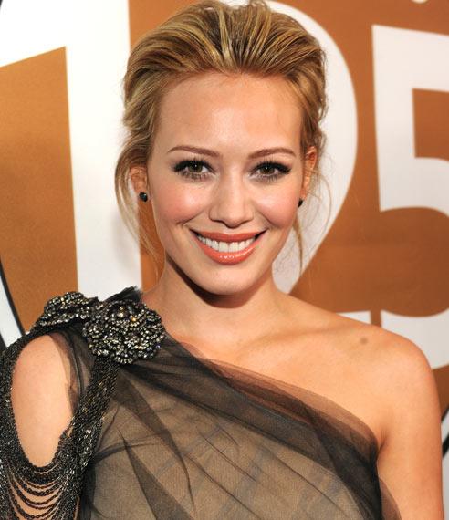 Fake: Natalie Portman y Hilary Duff se desnudan en una