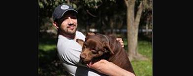 Cristian Kuperbank y su perra Lola / Foto: La Nación