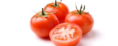 Crean un plástico biodegradable a partir de la piel del tomate.