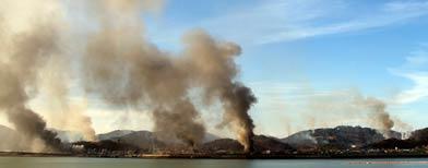Incendios en la isla de Yeonpyeong tras el ataque de Corea del Norte / Foto: AP