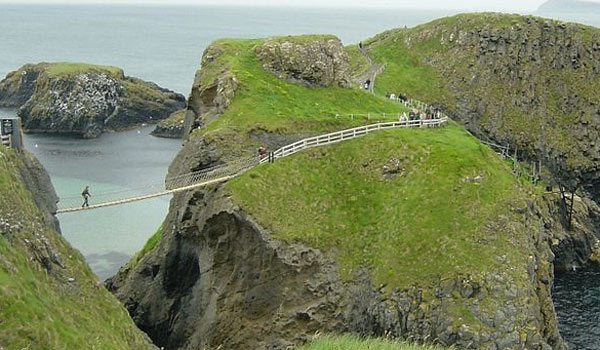 Carrick-a-Rede_Rope_Bridge. Foto Van Helsing Wikimedia Commons
