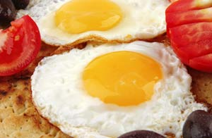 Comer un huevo al día al día no eleva el riesgo de padecer males cardíacos