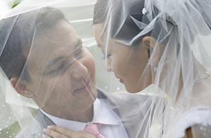 Según los chinos, casarse el 9 del 9 del 2009 augura amor eterno / Shutterstock