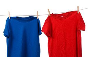 Azul y rojo ayudan a protegerse de los rayos UV / Foto: Shutterstock