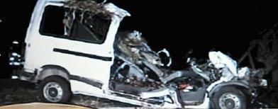 Estado en que quedó la combi que chocó con un camión en la ruta 11 / Foto: DyN/Captura de imagen de la TV