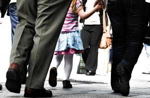 Caminar es uno de los mejores ejercicios para la salud/Shutterstock