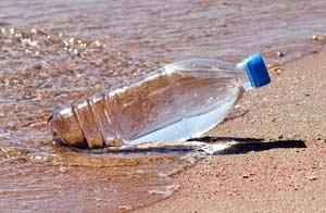 El plástico se descompone en el mar/Shutterstock