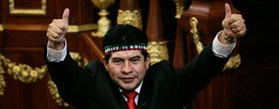 Juanito salió de la Asamble del DF con una sonrisa/AP