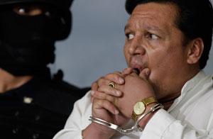 José Flores secuestró el avión con un explosivo hecho con latas de jugo/AP