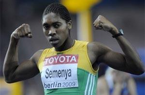 La atleta sudafricana Carter Semenya celebra su victoria en 800 metros. AFP/Getty Images