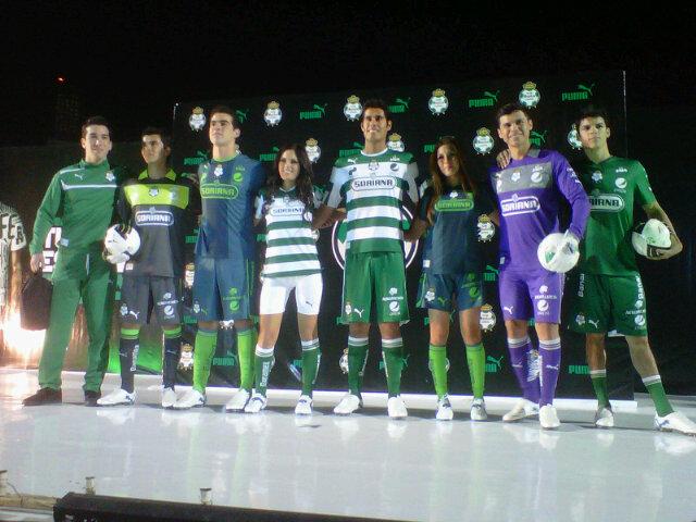 Santos Laguna presentó sus nuevos uniformes