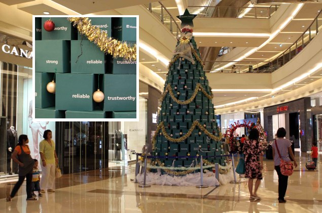 Pohon Natal Mewah di Mal