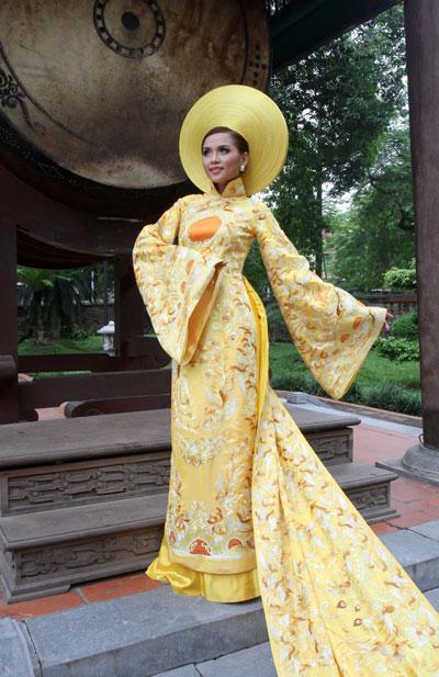 Chiếc áo dài 1 tỷ đồng  Tno_aodai1ti07
