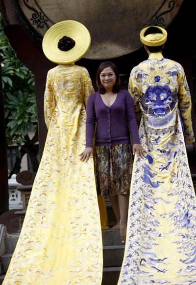 Chiếc áo dài 1 tỷ đồng  Tno_aodai1ti13