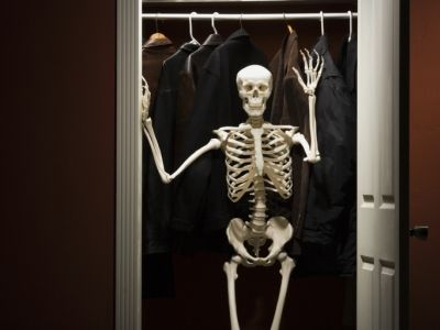 http://l.yimg.com/a/i/us/shine/work/skeleton_in_closet_74214583.jpg