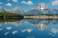 Yellowstone National Park: Enjoy a Lake