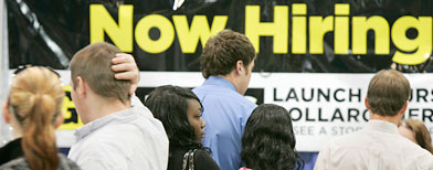 Job seekers line up in front of a Dollar General booth at a Little Rock, Ark. (AP file photo)