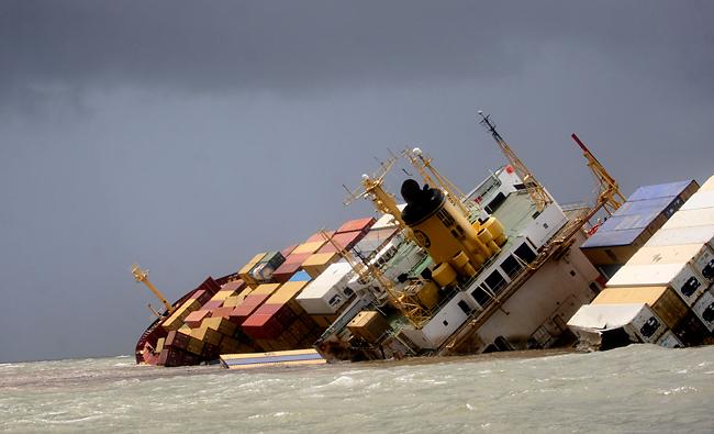LEAN TO THE RIGHT MATES! News (Container ship crashes, tips near Mumbai) Mumbaiship