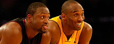 Dwyane Wade y Kobe Bryant durante un juego de Los Lakers y el Heat. Getty Images