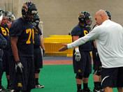 Flashes open spring ball