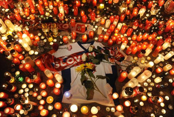 KHL delays season as plane crash memorials grow