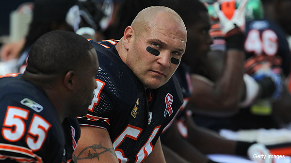 Urlacher back at Halas Hall after mother's passing, expected to play Sunday