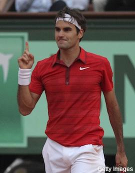 Federer snaps Djokovic's 43-match win streak, dashes No. 1 hopes