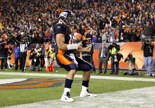 With game-winning TD run, Tebow turning skeptics to believers
