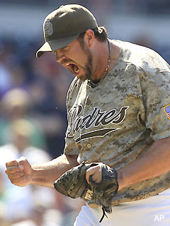 Fearful fans play game of Heath Bell hot potato