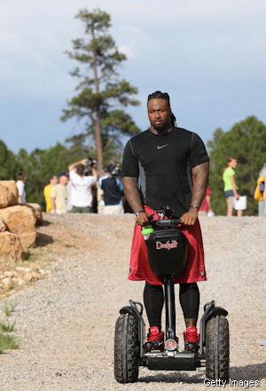 Darnell Dockett really likes guns; almost brought one to practice