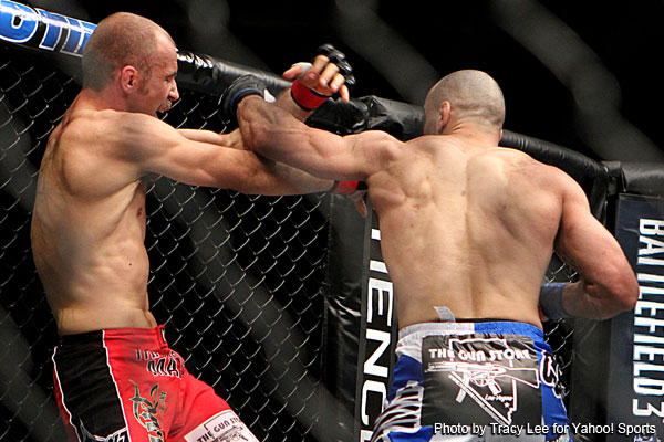 Phillipou and Pokrajac score first-round wins at UFC 140