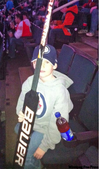 Bryzgalov gives goalie stick to 8-year-old Jets fan booing him