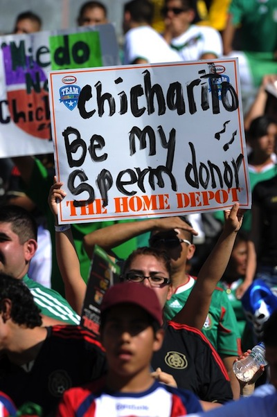 Fan at Gold Cup final asks Chicharito to donate his seed