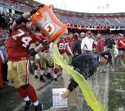 Joe Staley asks 49ers fans to stop doing the wave