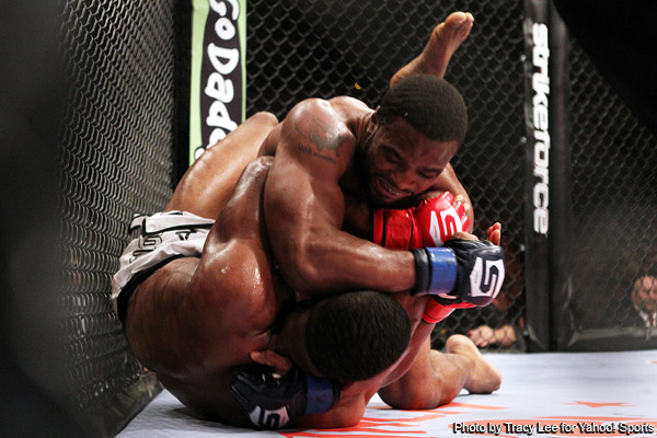 Woodley uses wrestling to neutralize Daley in win at Strikeforce