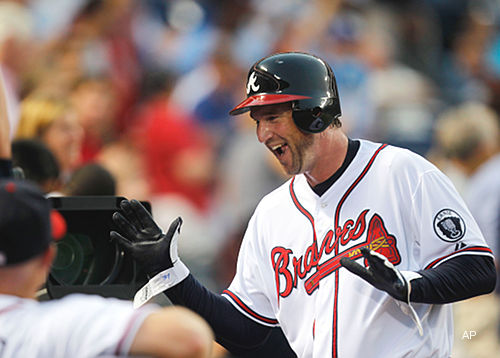 The Juice: Old man Derek Lowe hits first career homer in Braves win