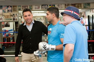 De La Hoya's rehab stint shocks some in the boxing world
