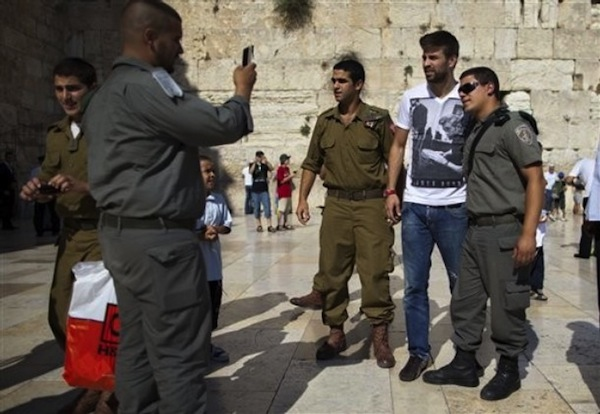 Pique looking confused in Isreal