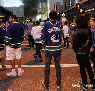 (Update) Mayor wants Canucks to kick in for riot costs