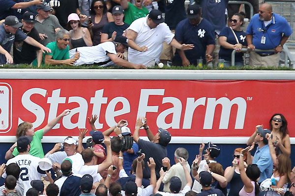 Fan returns 3,000th hit to Jeter, team rewards his generosity