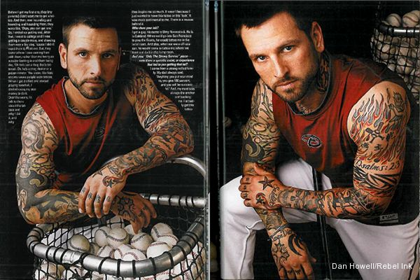 'Tatman': Roberts covers D-backs on field, himself with tattoos