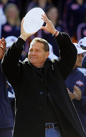 Auburn bumps Gene Chizik into a new pay grade, and the new expectations that come with it