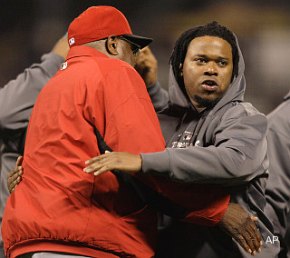 Umpire tells Johnny Cueto, no, he may not wear that hoodie