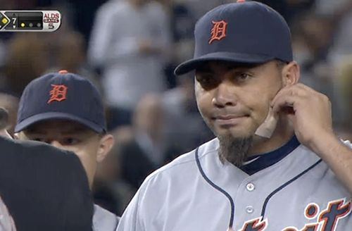 Tigers' Benoit stops bleeding after order to remove face bandage