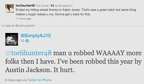 Adam Jones robs Torii Hunter of homer, catches grief on Twitter