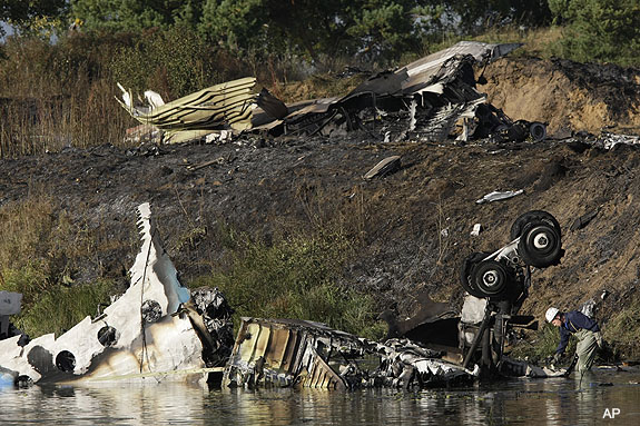 OTRO AVIONAZO. AHORA EN RUSIA. Plane_crash_kills_majority_of_khl_team_lokomotiv