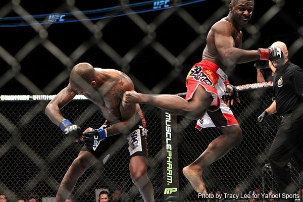 UFC 140: Hallman runs over Makdessi, Jabouin takes tight decision from Watson