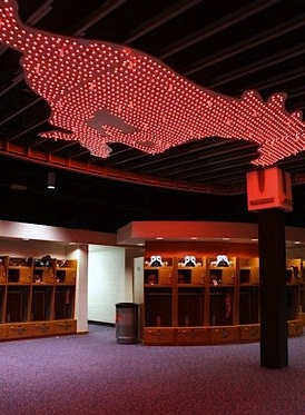 IMAGE(http://l.yimg.com/a/p/sp/editorial_image/74/74e04486b642c1955086e571df1bb0d8/sorry_but_smus_new_locker_room_only_looks_like_a_strip_club.jpg)